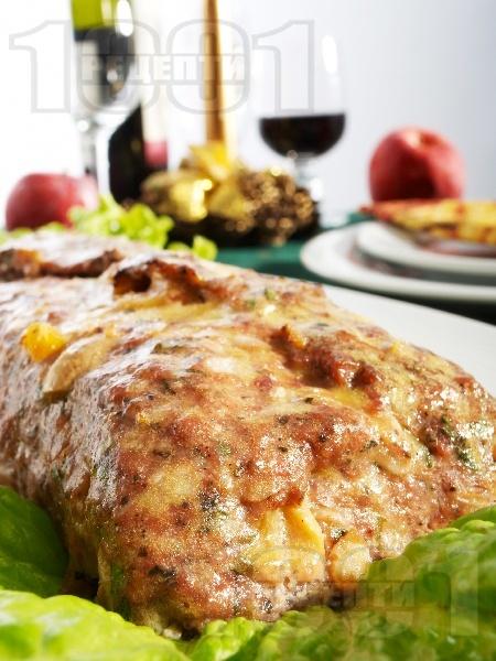 Пикантно свинско руло / роле / вретено пълнено с гъби, топено сирене и сушени кайсии печено на фурна - снимка на рецептата
